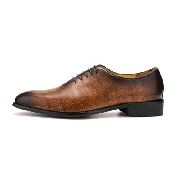 A pair of brock shoes for men wedding shoes for men business shoes Oxford shoes for business men dress shoes for men