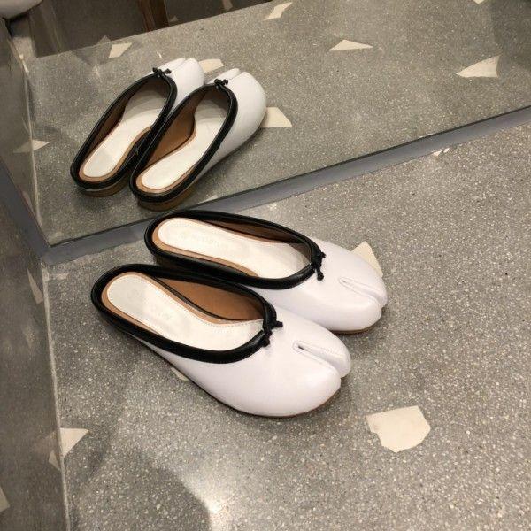The new 2018 summer chic split toe sandals flat bag head wear pig foot shoes horseshoe shoes cool slippers female half drag